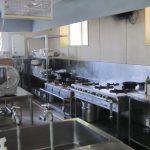 食堂の厨房設備 すぐに使えるようにピカピカです